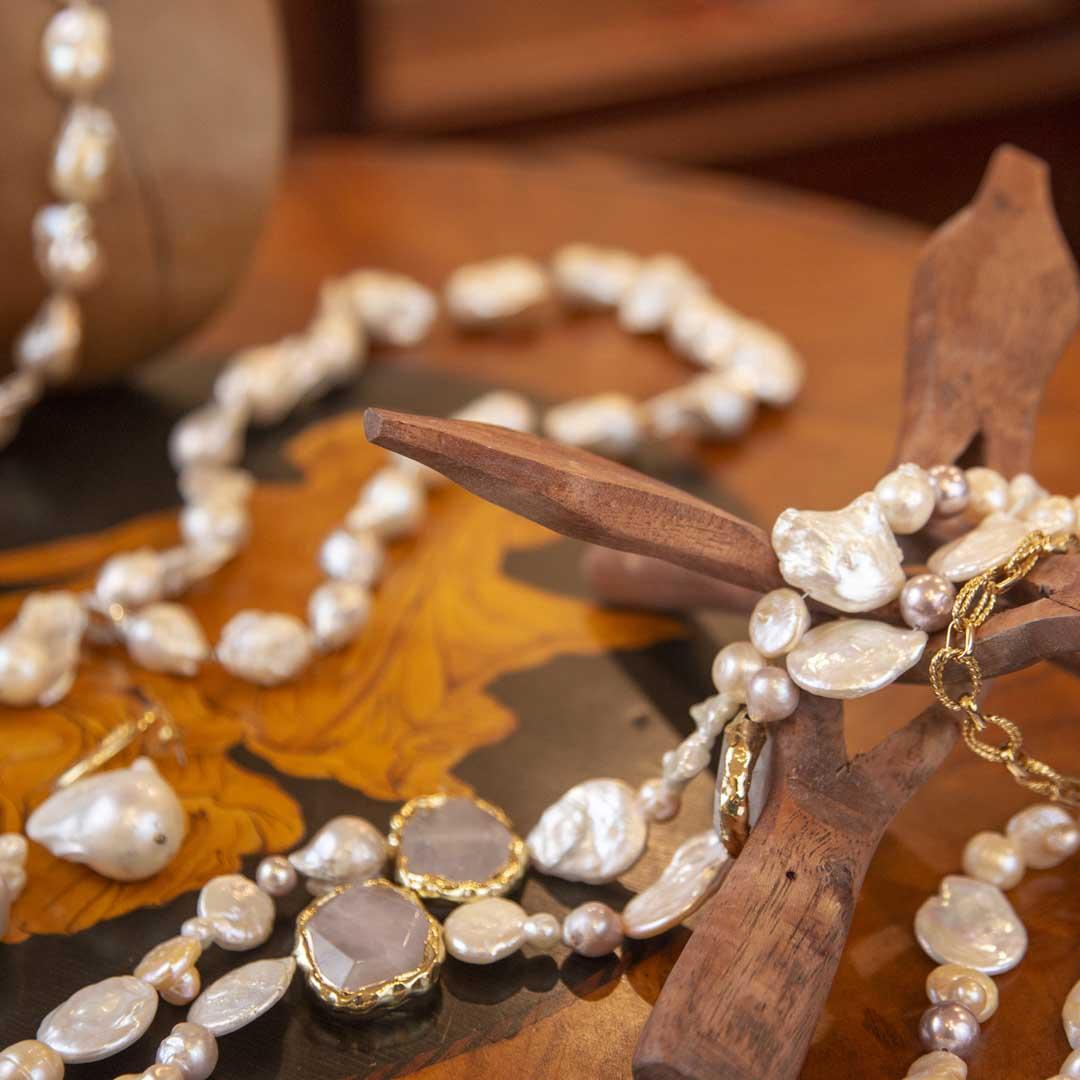 Collane, orecchini, pendenti, anelli con perle